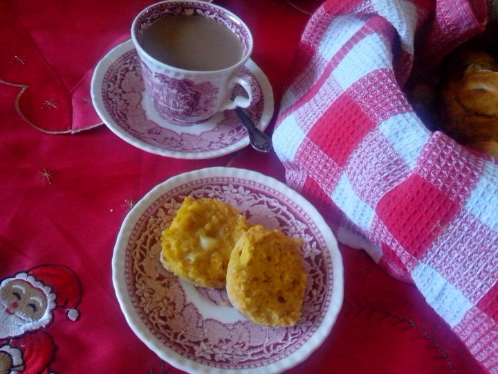 IMG_20151218_144214-pumpkin scone and coffee