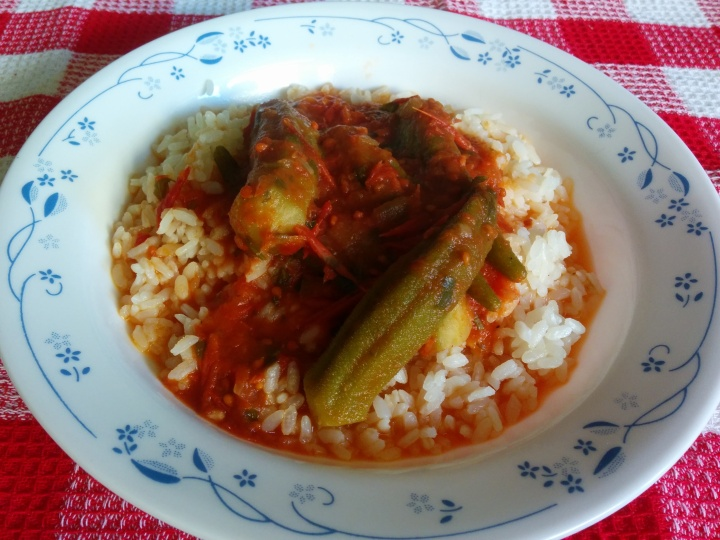 IMG_20160120_123744-Okra in tomato sauce with rice