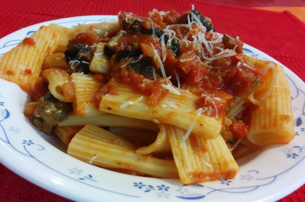 Rigatoni with Eggplant and Tomato Sauce – The Grantham ...