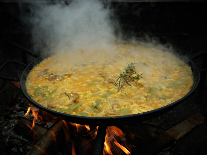 paella-cooking-507633_1920
