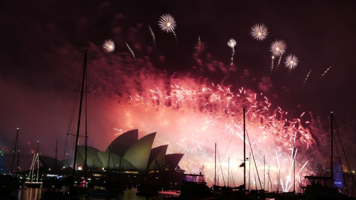 new-year-sydney-fireworks-1182198_1920