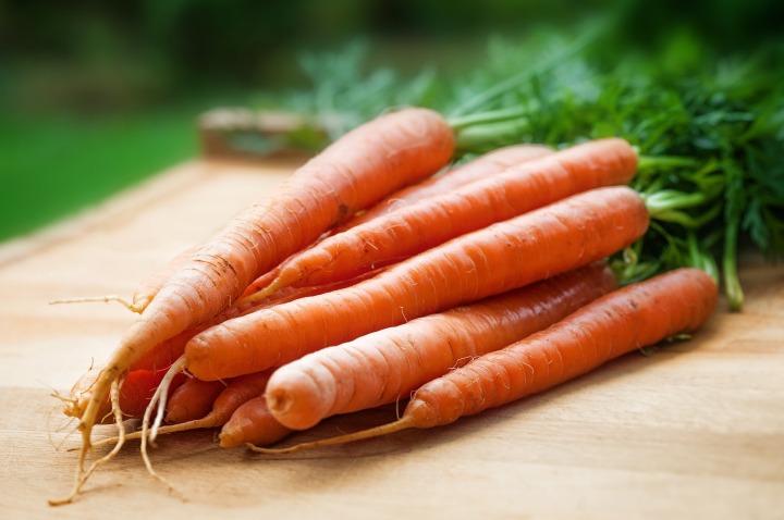 Carrots-1851424_1920