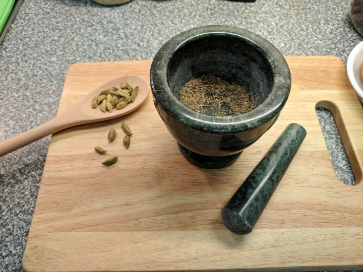 IMG_20180924_114215-Mortar, pestle and cardamum pods